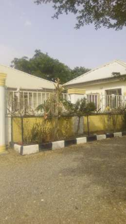 2 Bedroom Bungalow wit 5 Units Selfcontain